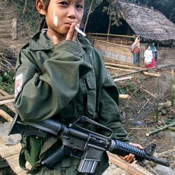 nino_soldado_campamento_jungla_birmana