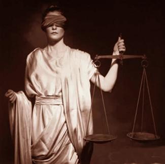 justicia-ciega-sorda-y-manca